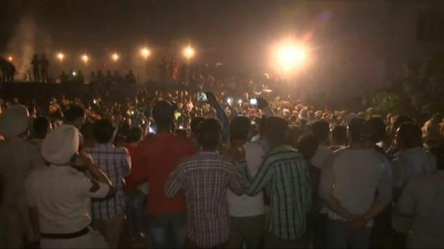 Inde : un train percute une foule et fait une soixantaine de morts https://t.co/zJ5Jk4a1fw