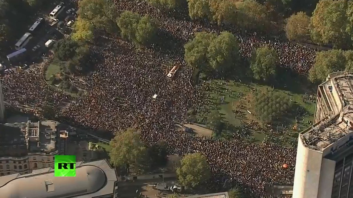 WATCH LIVE: Thousands gather in #London for anti-#Brexit protest https://t.co/XVf1dnK2sK https://t.co/fFUfdRe0eZ