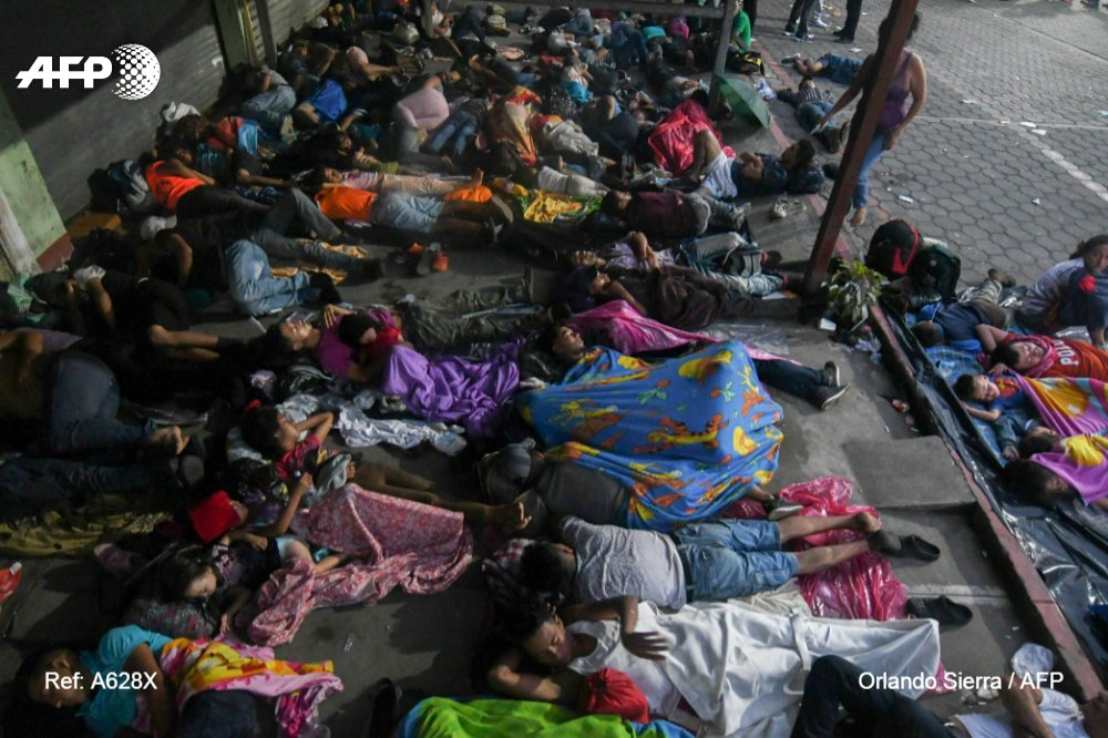 Honduran migrants slept overnight at the border between Guatemala and Mexico, with drones capturing the sunrise over the stranded caravan. Mexican authorities temporarily barred their progression towards the United Statehttps://t.co/4RFvgdevO0s