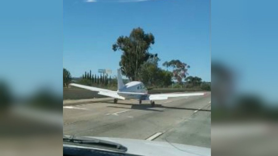 'You don't see this everyday': Plane makes epic emergency landing amid freeway traffic (VIDEO) https://t.co/iOOMFTku1V