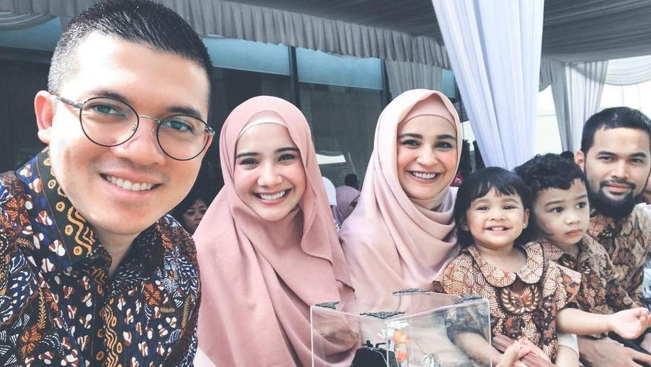 Ikuti Jejak Sang Kakak, Shireen Sungkar Rambah Dunia Mode https://t.co/1MEei9opuz via @wolipop https://t.co/FIScqqVvot