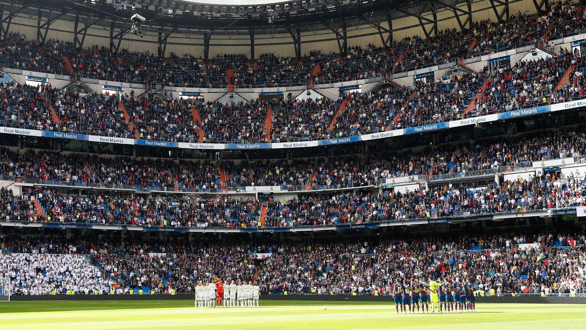 ⬛ El Santiago Bernabéu guardó un minuto de silencio en memoria de Serena. #RealMadrid https://t.co/yQVbBVfHFU
