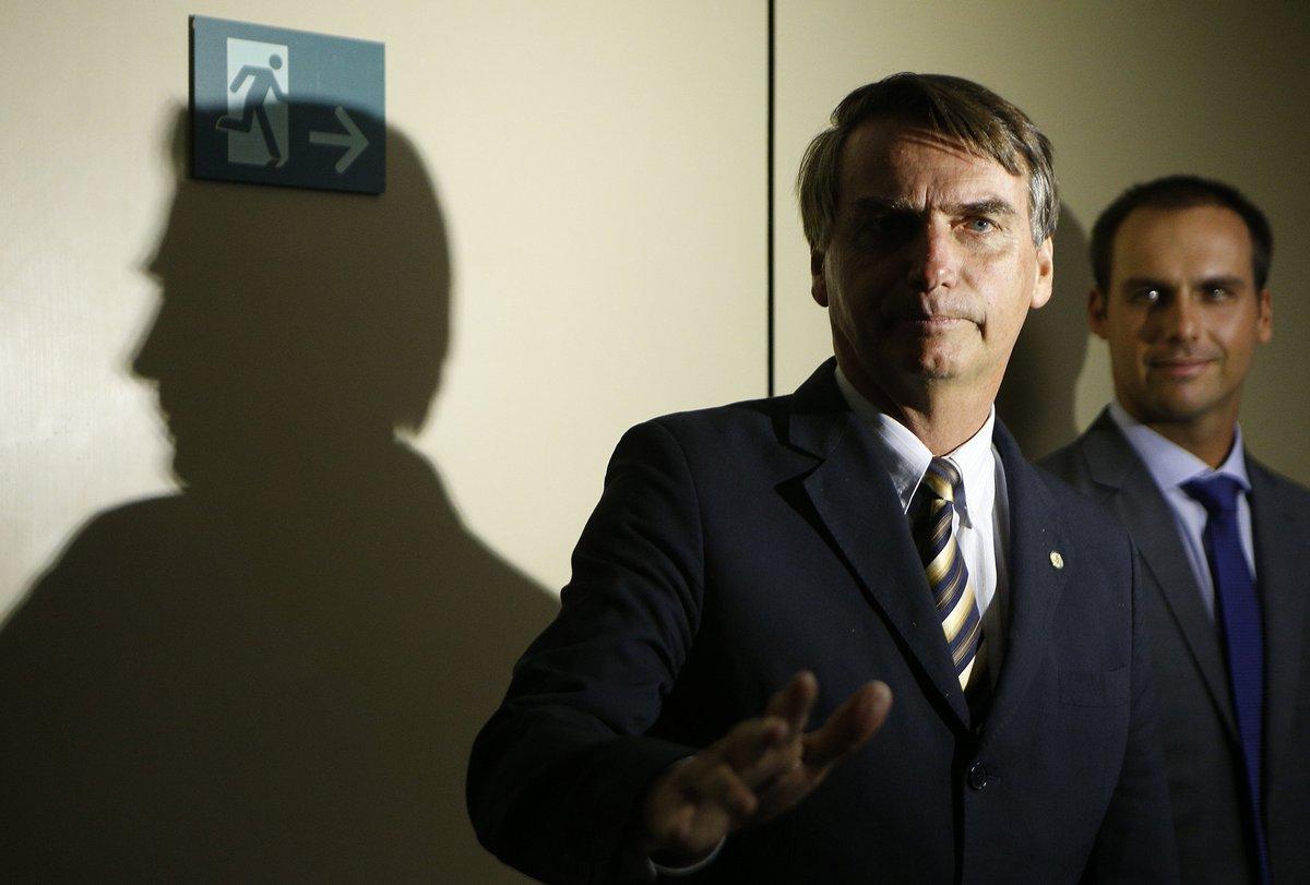 >: I@EstadaoEconomiandependência do BC deve ser proposta por Bolsonaro durante eventual transição https://t.co/p4UrwWdeeY