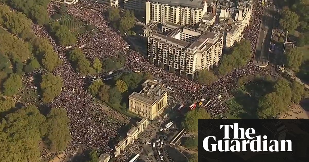 Hundreds of thousands attend People's Vote march in London – video https://t.co/u69S2Mmcox