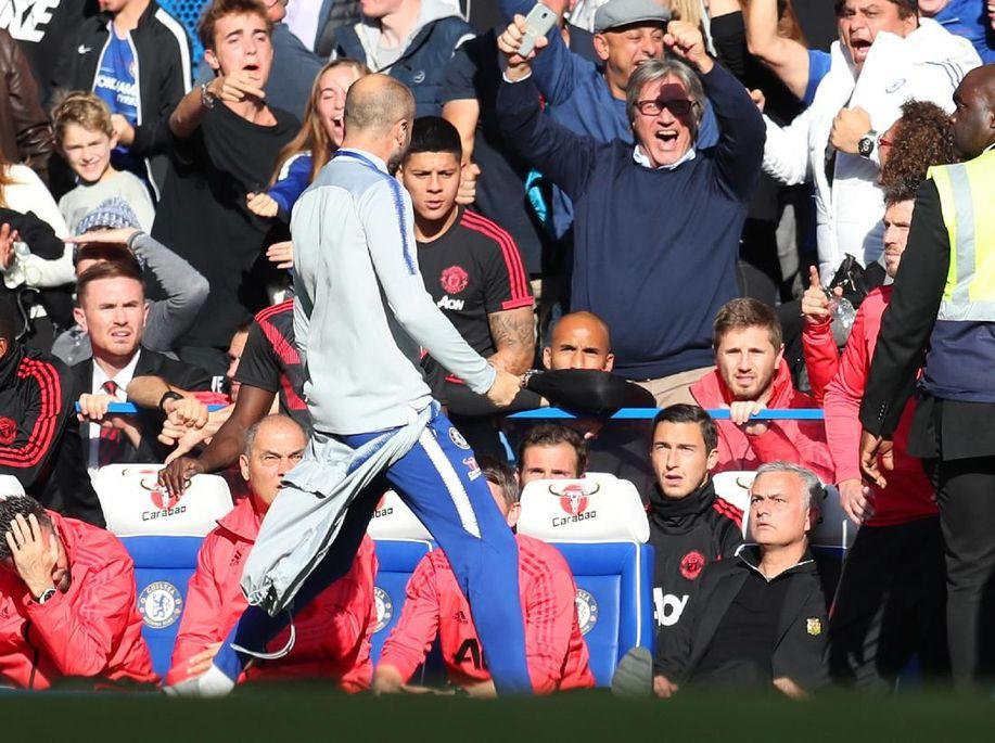 Mourinho Mencak-Mencak di Tepi Lapangan, Sarri Akui Stafnya Salah https://t.co/yJkpojGZVh via @detiksport https://t.co/7TRG14FyOw