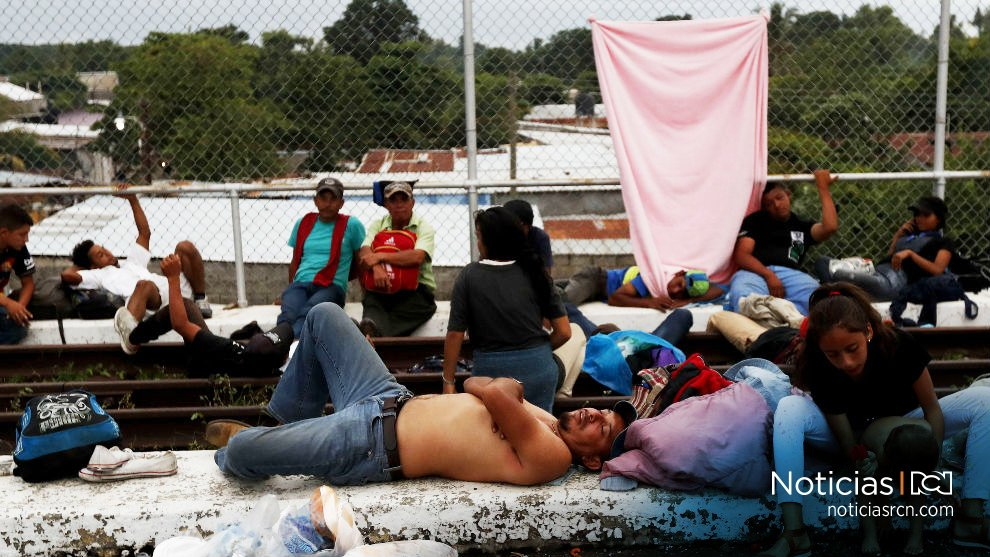 Caravana de migrantes hondureños, que busca llegar a EE.UU., espera en frontera con México https://t.co/lYPzPpw4An https://t.co/8q4fwvzs1G