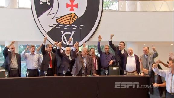 Eurico Miranda puxa coro junto com beneméritos em coletiva de 'pacificação' no #VascoDaGama https://t.co/mU94jEnlxA
