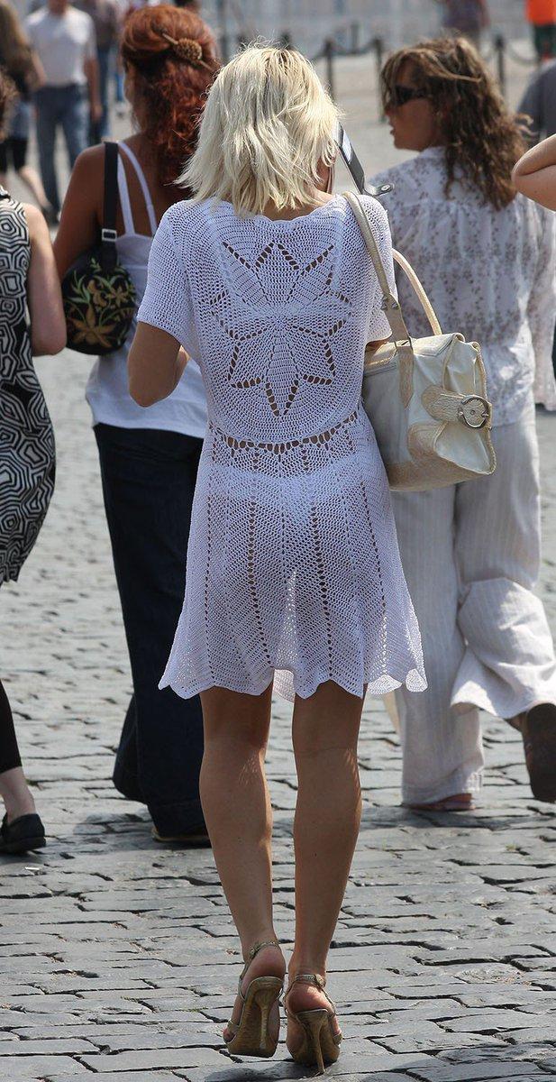 жителей жена в белых прозрачных платьях вытащил