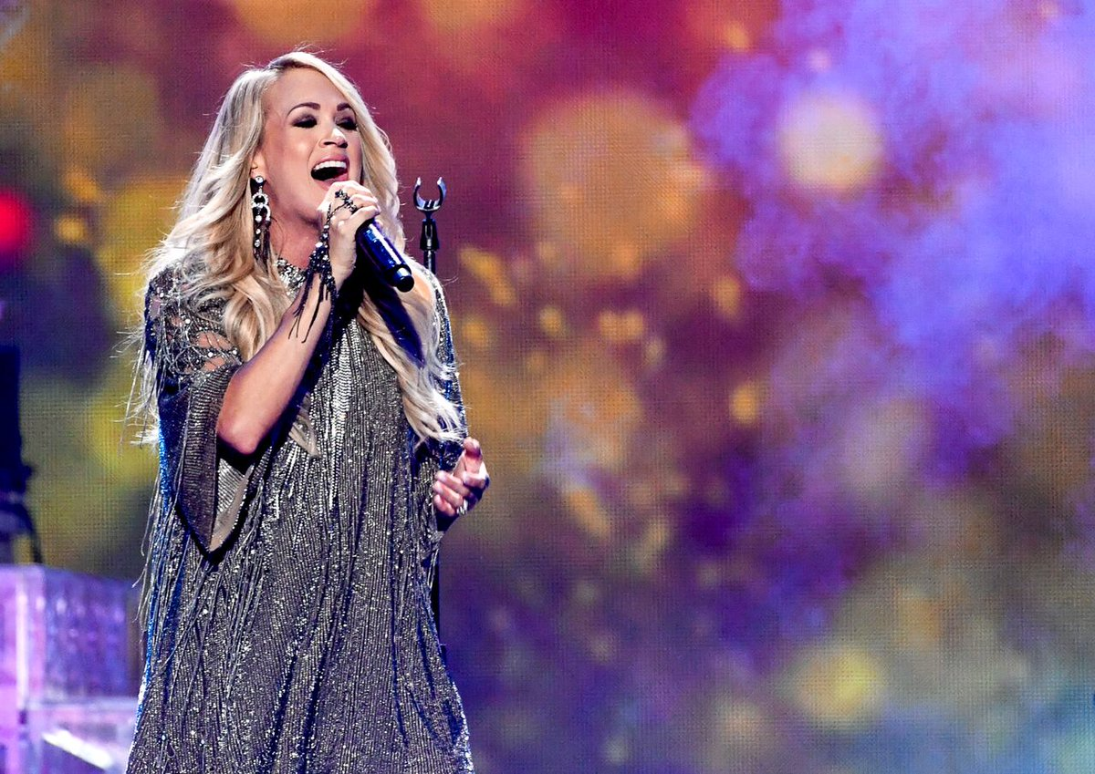 Not only does @carrieunderwood look stunning, but she's over here singing her heart out to #LoveWins ❤️ #iHeartOnCW