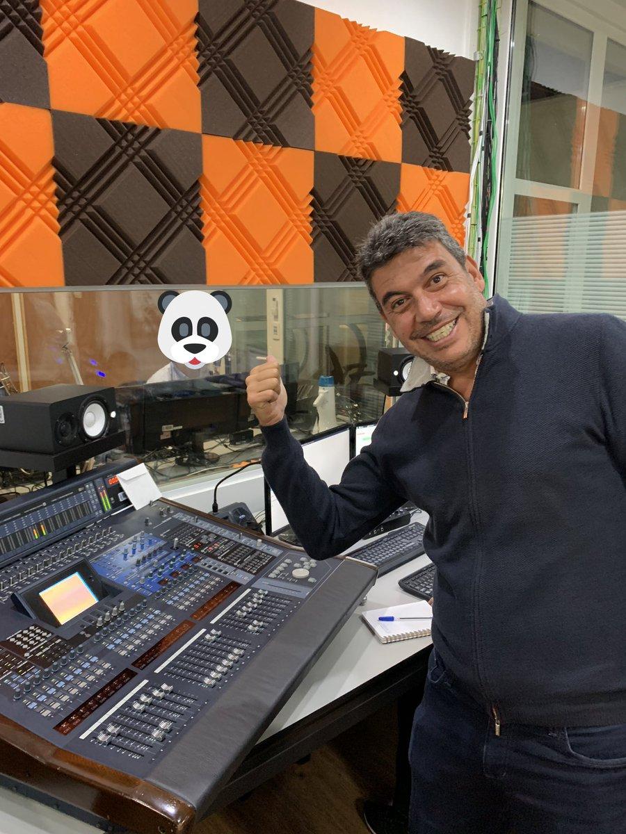 En la cabina , muerto de risa 😂 😂😂😂😂.  Porque el #PandaShowRegresa por @Claromusica  y SIN CENSURA.  No se pierdan la broma que viene.