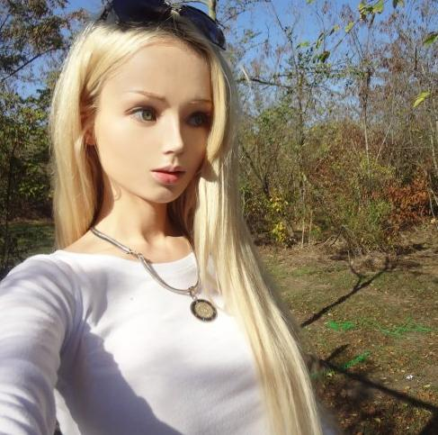 Real Life Barbie - https://t.co/bwhTsAmbE4 https://t.co/DeEaMgwC6h
