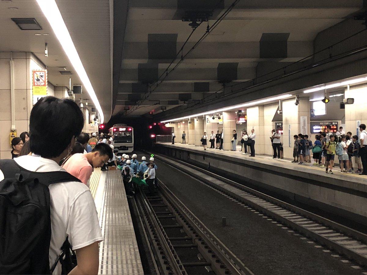 成城学園前駅で人身事故の現場の画像