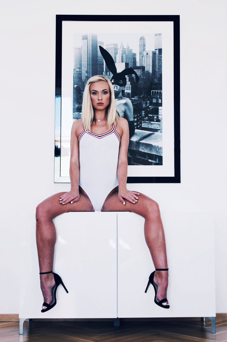 Vinna Reed Nude Photos 11