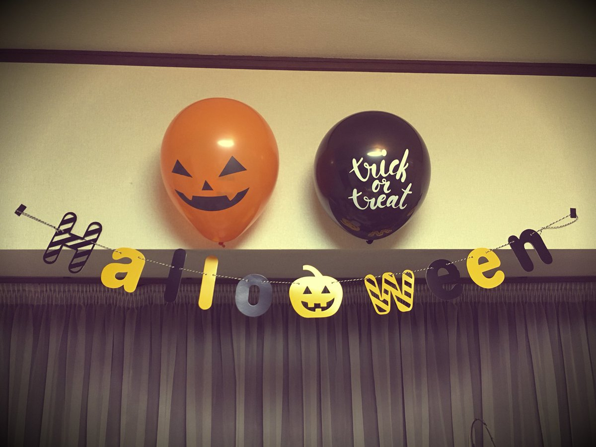 test ツイッターメディア - キャンドゥでGetしたハロウィングッズ????*.?.*????  「Halloween」ガーランドとジャック・オー・ランタン&「trick or treat」風船。  同じくキャンドゥで売ってた強力な両面テープ(黒)で、壁にしっかり付けれた!  #Halloween #キャンドゥ https://t.co/hSPSPNxVpP