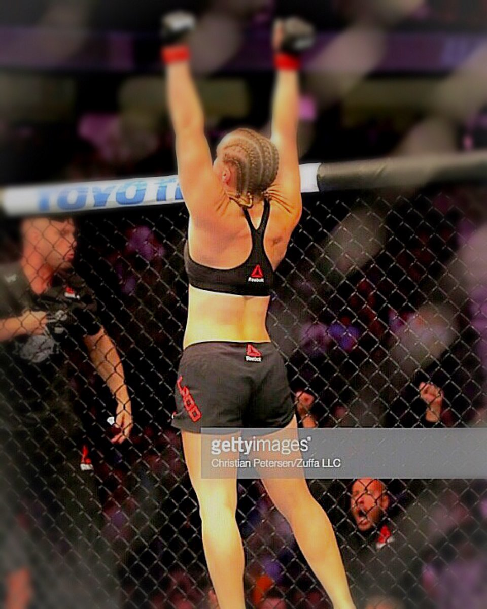 A very proud moment with my team, all the hard work is paying off @GettyImages @ufc #MMAGOLD