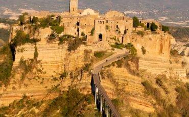 Civita di Bagnoregio via @ItalianNotes https://t.co/mcFuN70mk0  #travel #lazio #italy #beautyfromitaly