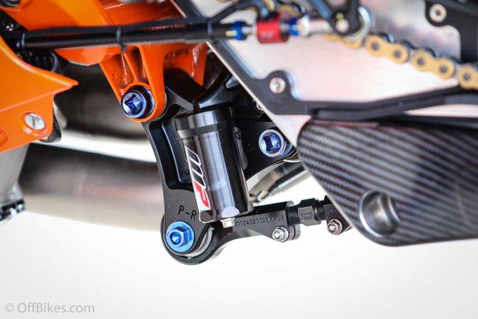 Technique : biellette d'amortisseur sur la KTM RC16. #MotoGP Photo