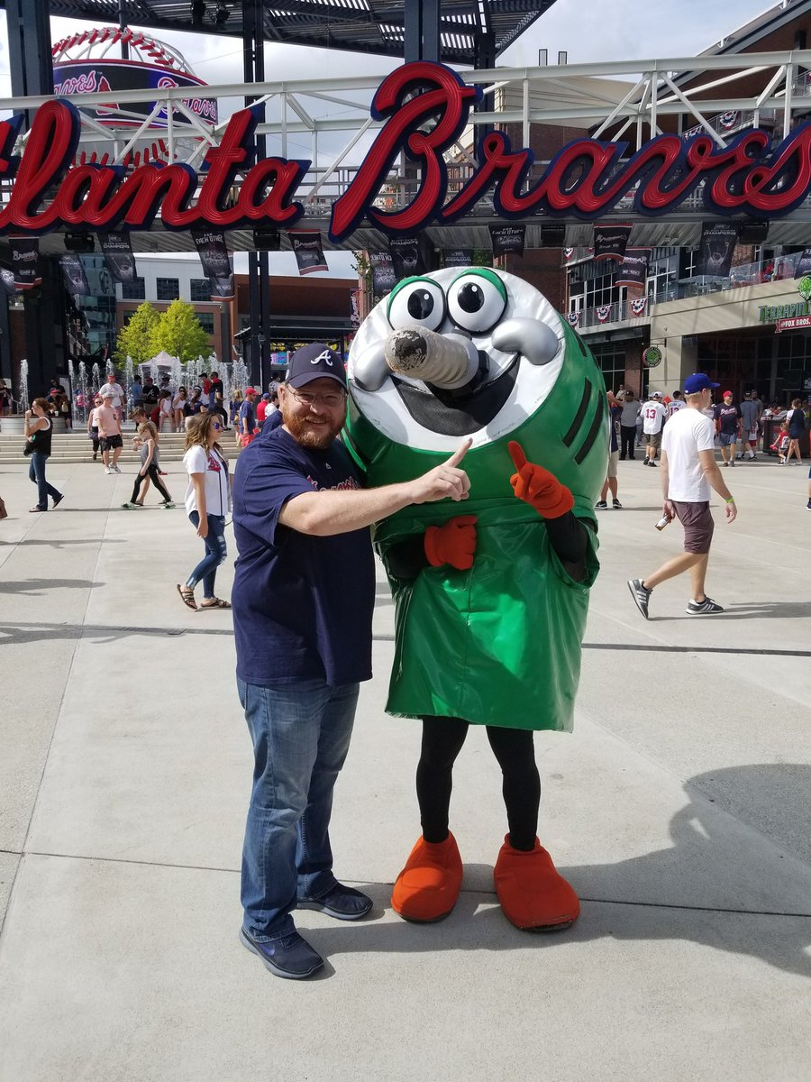 @Phil_the_Bucket Hanging out with the real people's champion....Finished the season on top....real season starts in October #2wins #bucketsuckedit #philwho