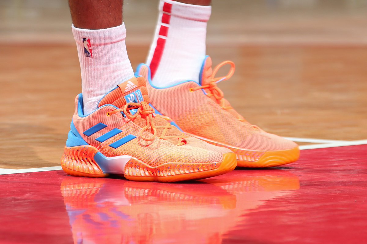 d99d3a165ff KELLYOUBREJR wearing the Adidas Pro Bounce 2018 Low. No color restrictions  in full effect.pic.twitter.com KQ9oE1rou9