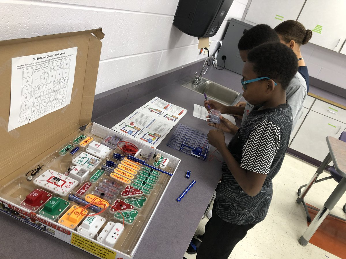 Mr Cole Mrcole181 Twitter Learn About Electronics With Snap Circuits Junior Learning Electrical Energy And In Coles Science Class Today Reynproudpic R3p71bcoso