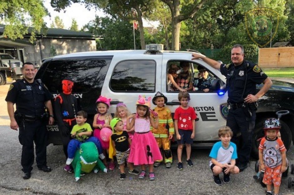 """Officers Bigger & Moran, assigned to Central Patrol, volunteered for a parade in the Heights. From a resident, """"The officers could not have been sweeter to our kids. They showed them the patrol car, let them turn on the sirens, and even posed for pictures."""" #RelationalPolicing"""