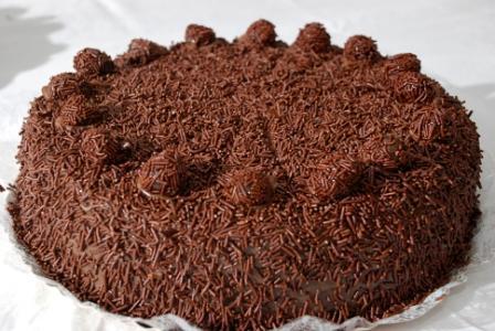 §Sono ritornato piu forte che mai. Qui per voi la ricetta che mi chiedevate Torta al Cioccolato con ripieno al cocco con copertura al Brigadeiro. Nei sito trovate tutta la ricetta.   #TortaBrigadeiro #tortapretigio #ricettebrasiliane #dolcibrasiliani http://www.ricettebrasiliane.it/Ricette/torta-prestigio-brigadeiro/…