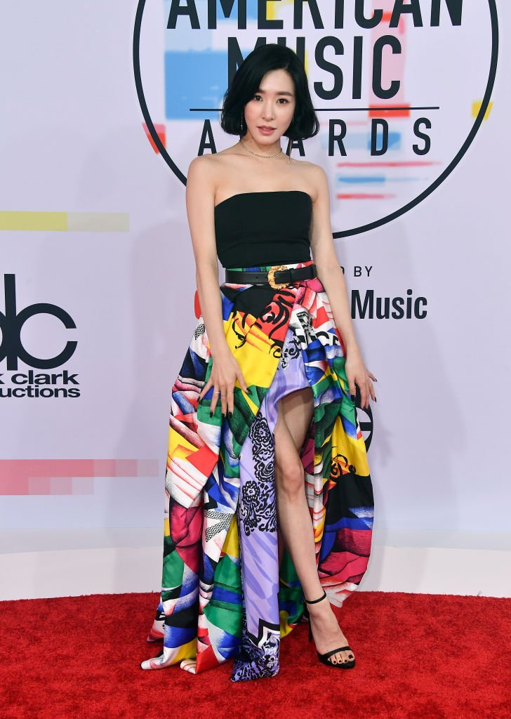 .@TiffanyYoung is the first female #KPOP star to walk the #AMAs red carpet! Congrats, girl!  #TiffanyYoung