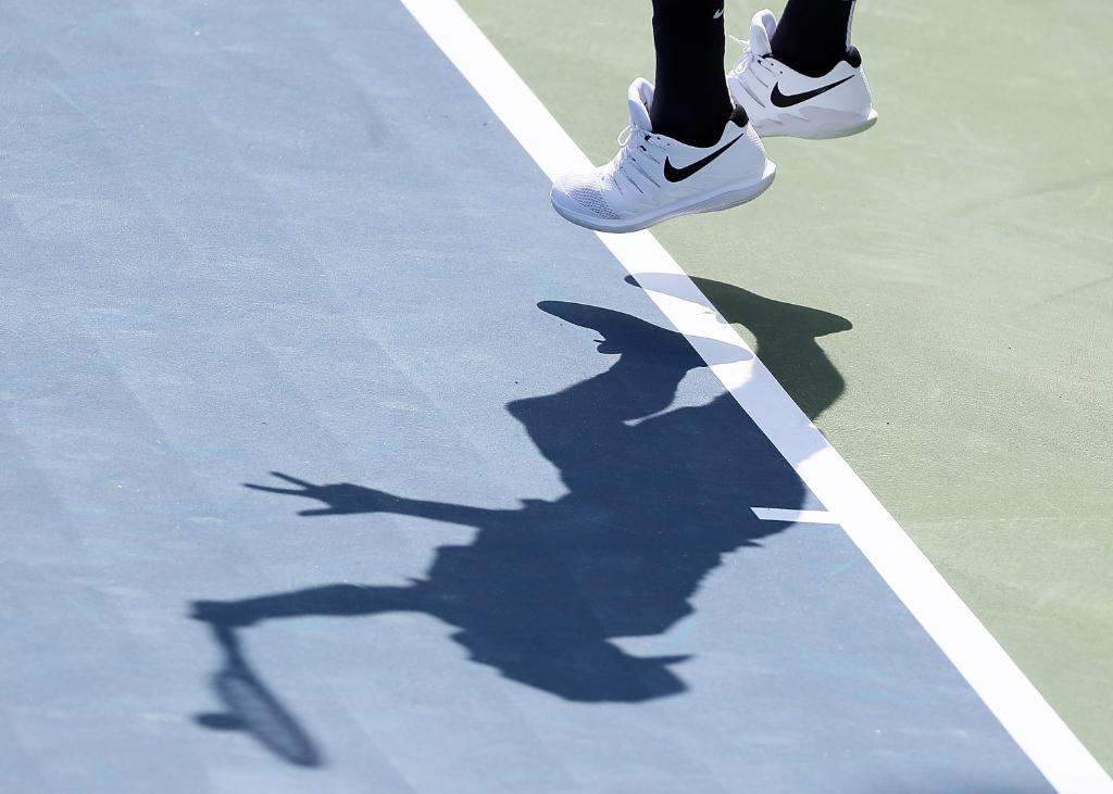 Guess that shadow... Which #USTennis star was making moves at the 2018 @BBTatlantaopen? #USOpenSeries