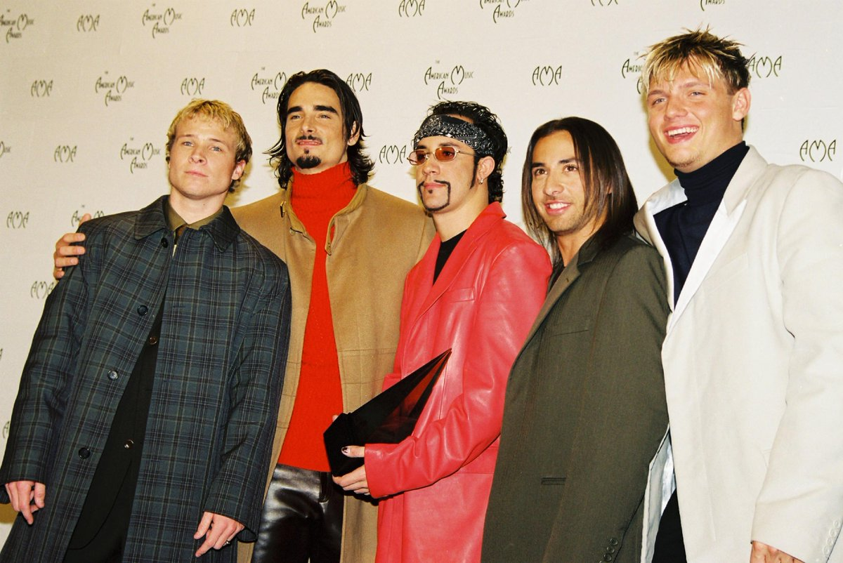 All of this @AMAs talk is taking us back to this moment at the 2001 #AMAs! Best of luck to this years nominees and performers! Watch tonight 8/7c on @ABCNetwork.