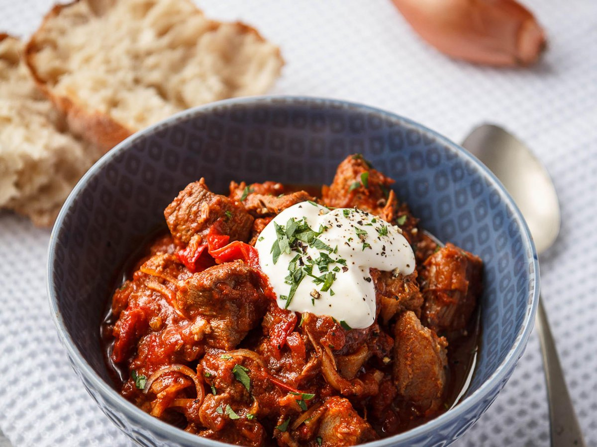 How to make slow cooked pork goulash with shallots and red peppers https://t.co/AnffZv7gct https://t.co/e9XVALpYRn