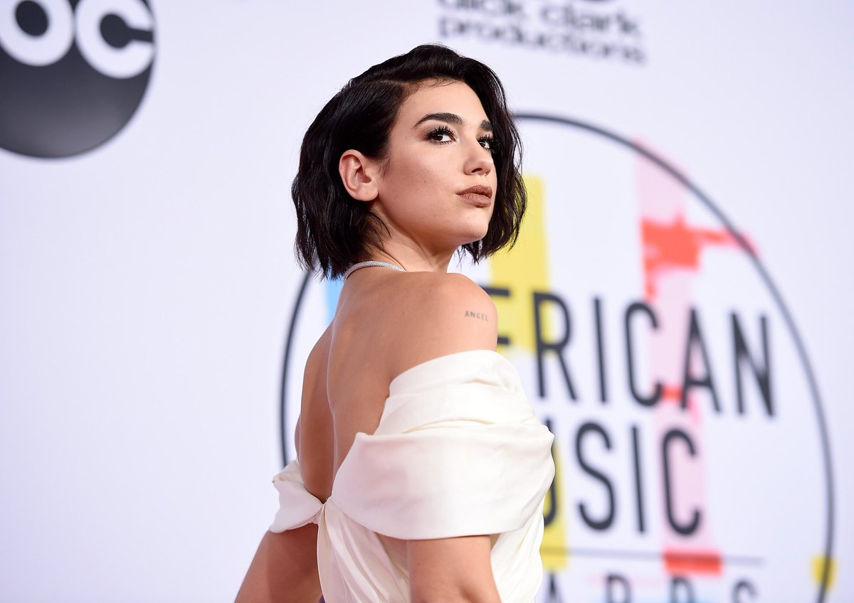 .@DUALIPA looks better on the #AMAs red carpet than I will at my own wedding tbh