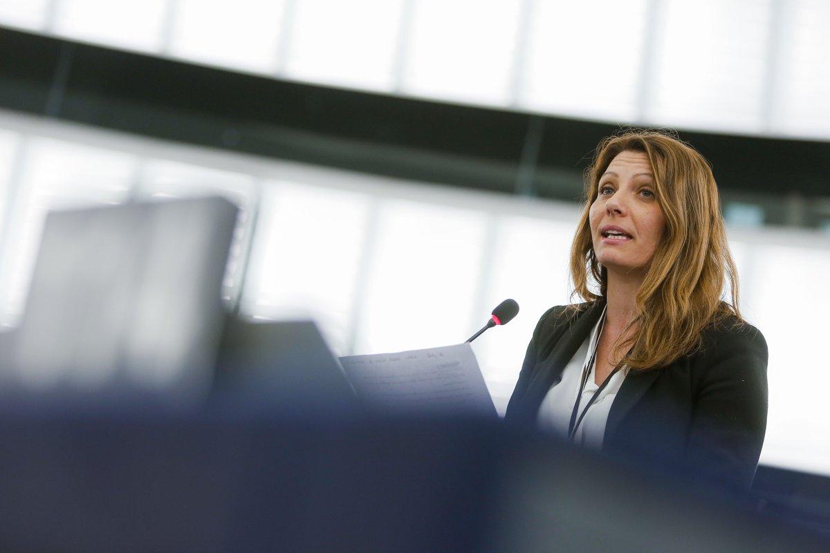"""La europarlamentare M5S: """"Basta, lascio i 5 Stelle. Casaleggio controlla tutto, ci chiedono le password dei social, entrano nelle nostre vite. Non è questo il Movimento in cui ho creduto"""" https://t.co/3a64Y756D4"""