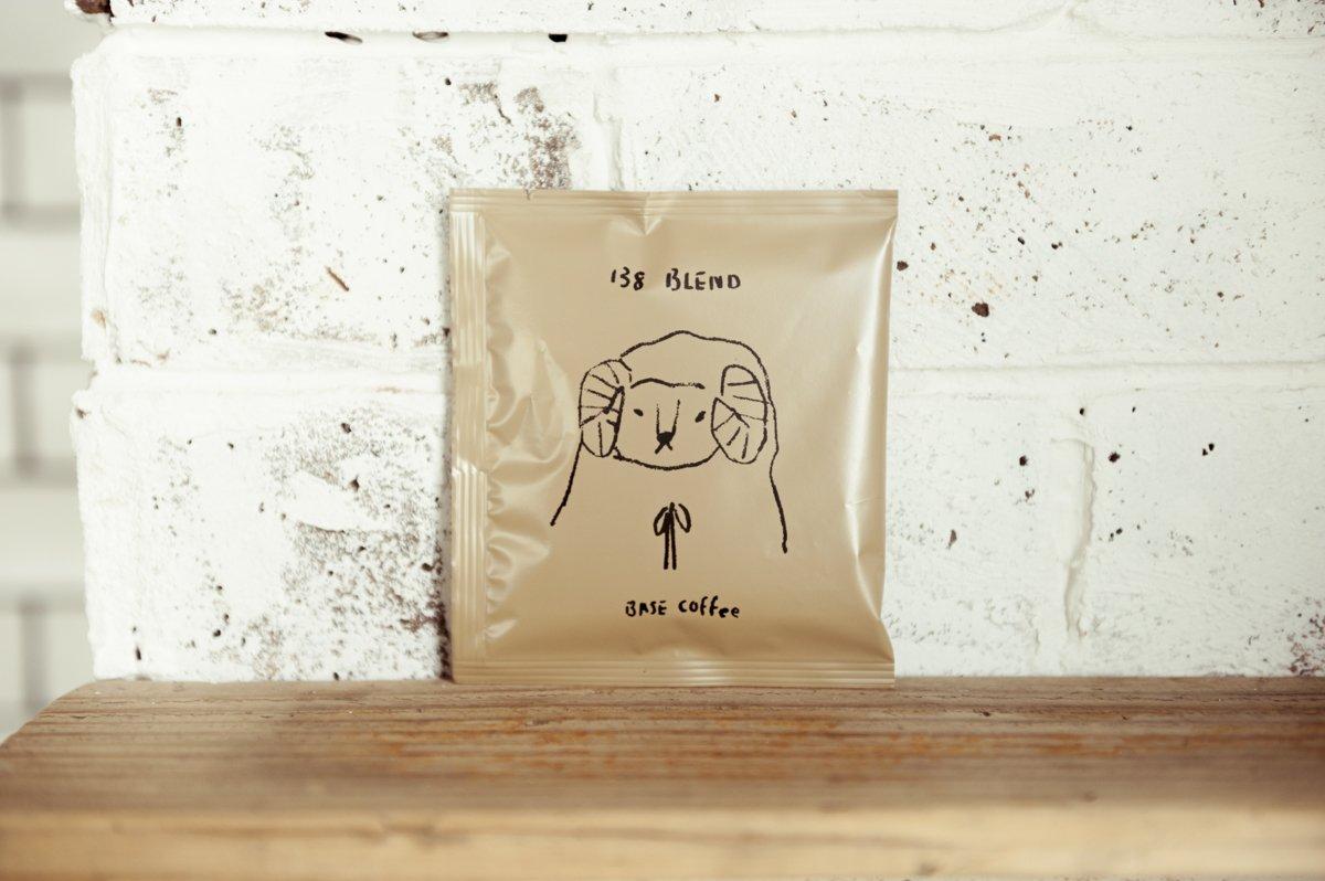 全国の名店から、コーヒーのドリップバッグを集めました。ゆるかわなイラストがかわいいこちらは「BASE COFFEE」のもの☕️ photograph:Wataru Sato #crea #creamagazine