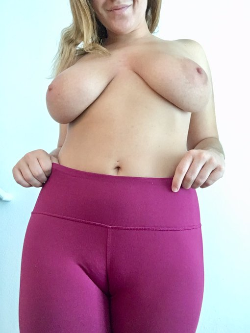 Thanks to everyone who joined my show tonight! Here's some #cameltoe 😘 https://t.co/CqCjiWKR1Q