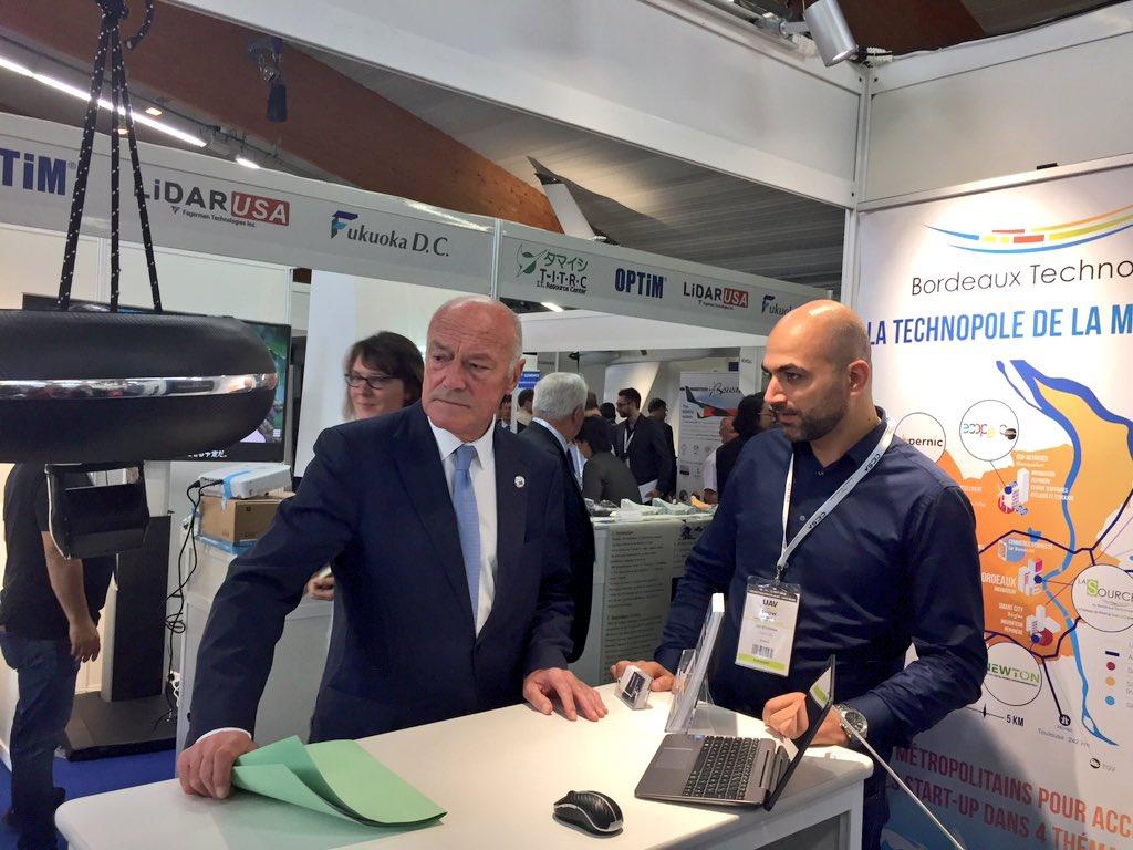 Le président @al_rousset découvre la #startup #LynxDrone spécialisée sur l'inspection de #canalisations et #réseaux à @uav_show !
