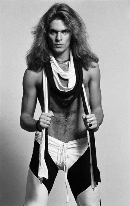 David Lee Roth aka Diamond Dave, Van Halen! Razpon glasu 5 oktav+3 note! Well, Happy Bday Dave!