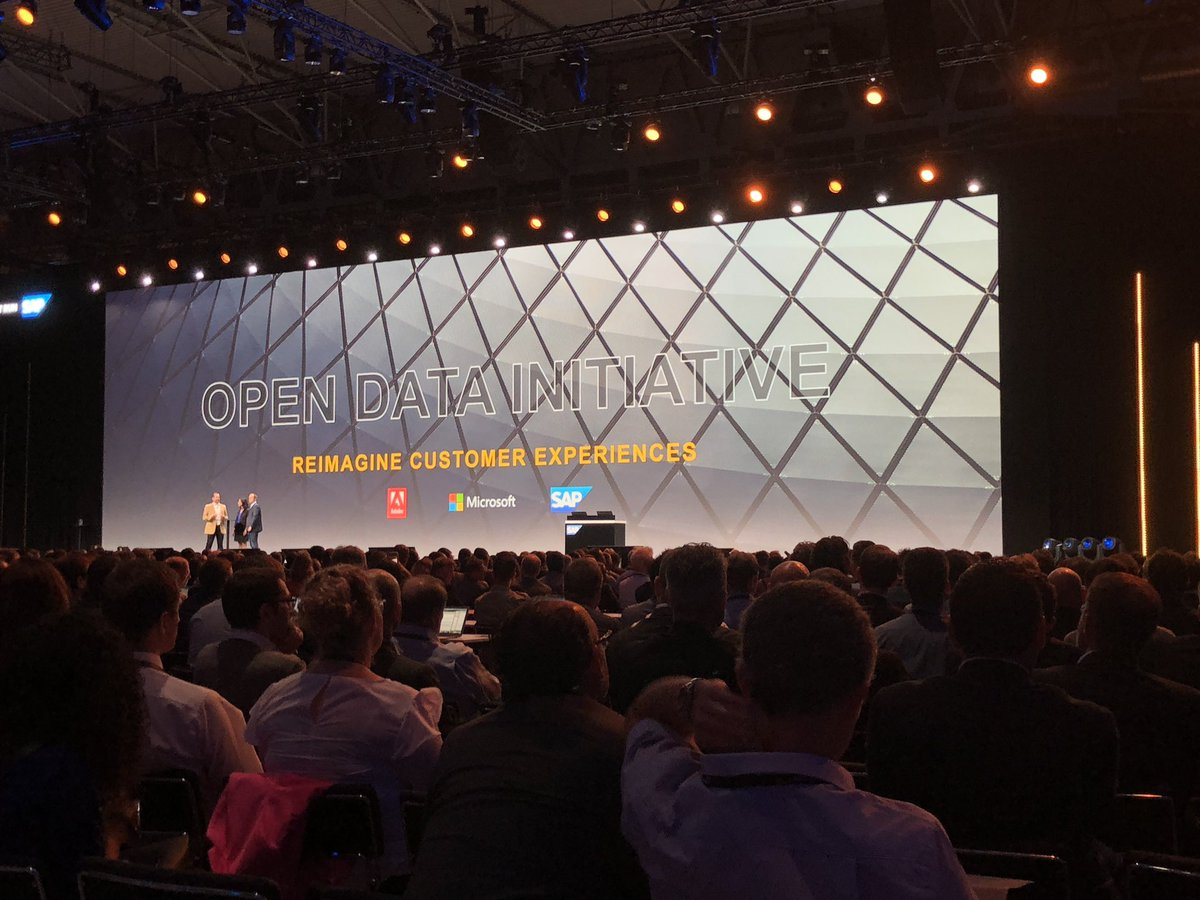 This is a game changing collaboration. #sapcxlive <br>http://pic.twitter.com/L8U4Igm9Ow
