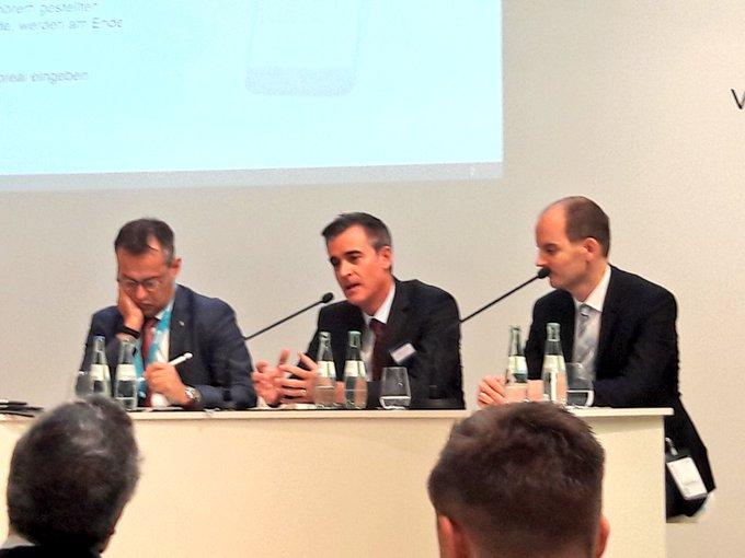 """""""Energiewende - zwischen Verpflichtung und Freiwilligkeit"""" Wolfgang Speer, Head of Office & Occupier Services, diskutiert über Nachhaltigkeit in der Immobilienwirtschaft. #ExpoReal2018 t.co/FXJJeqnuyu"""