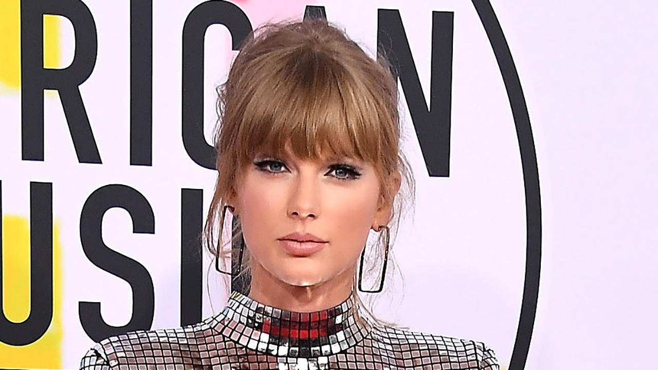 �� @TaylorSwift13 urges fans to 'get out and vote' during #AMAs acceptance speech >>> https://t.co/1SGEEuviiI https://t.co/0acpLyqCdR