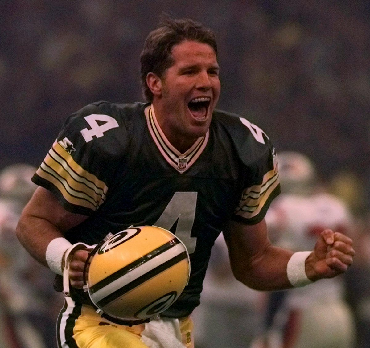 Happy birthday to legendary #Packers QB @BrettFavre!   A look back at No. 4&#39;s Hall of Fame career :  http:// pckrs.com/famsb  &nbsp;     #GoPackGo <br>http://pic.twitter.com/fI978JqYpx