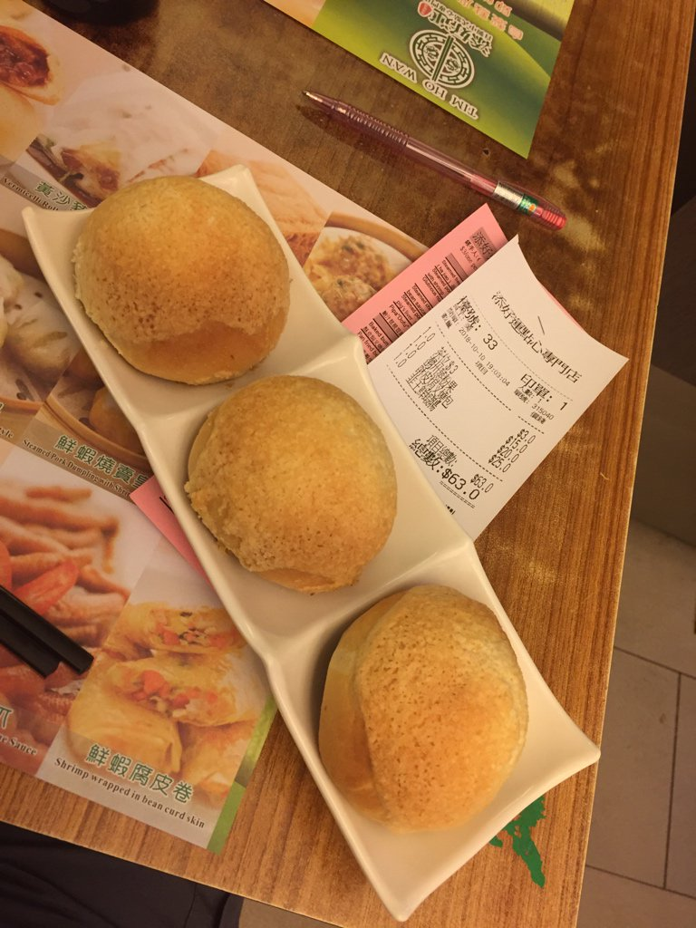 Tasty dim sum at Tim Ho Wan! Deep fried BBQ pork buns to die for #stuffed https://t.co/Qy6JAW6IqN