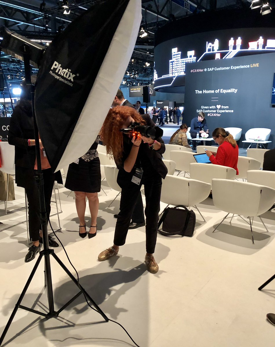 Don't forget to get your complimentary professional headshot taken at the #CX4Her Equality Lounge at #SAPCXLive! <br>http://pic.twitter.com/I1UdjpdVPz