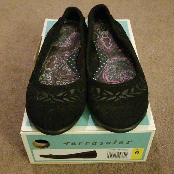 7d7a0a89c Check out all the items I m loving on  Poshmarkapp from  pdcosc61  poshmark   fashion  style  shopmycloset  boutiquewithgrace  bebe  terrasoles  ...