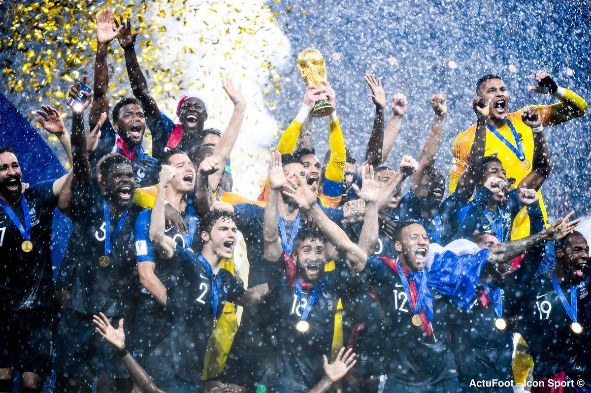 On retrouve nos champions du monde ce soir ! 🇫🇷😍  Coup d'envoi du match amical France - Islande à 21h. 🇫🇷🇮🇸