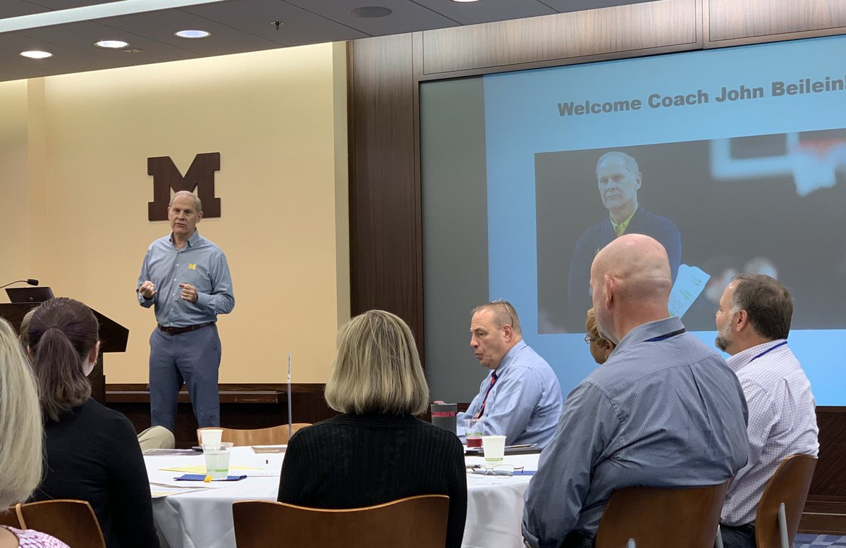 Fantastic morning hearing from @JohnBeilein about positive teams and positive business. Great energy, very engaging, and funny. #hydrangea <br>http://pic.twitter.com/VV7RwBnISM