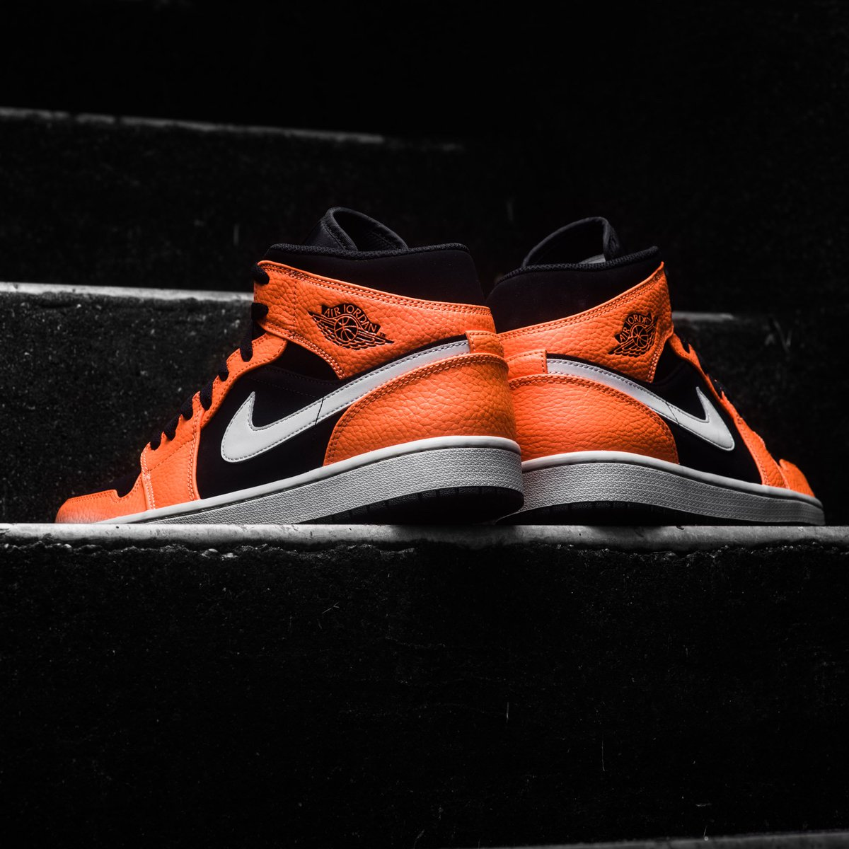 161990b3df6 Now Available    Air Jordan 1 Mid - Black Cone Light Bone     https   sneakerpolitics.com products air-jordan-1-mid-black-cone-light-bone  …pic.twitter.com  ...