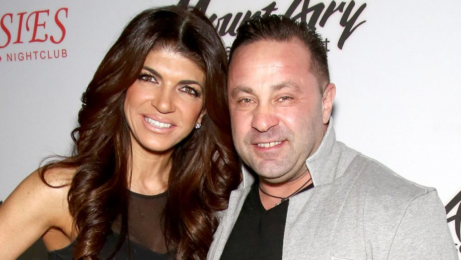 &#39;Real Housewives of New Jersey&#39; star Joe Giudice to be deported after prison sentence  http:// thr.cm/2wnoRV  &nbsp;  <br>http://pic.twitter.com/lP0iqEQvX8