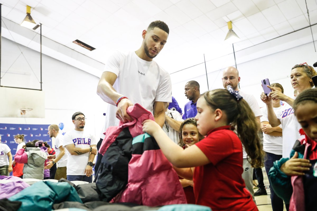 .@BenSimmons25 and @operationwarm deliver 750 winter coats to the students of @crampschool in North Philly. 🧥| sixe.rs/kwp5