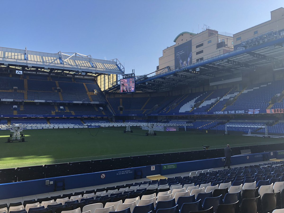 Inspiring to speak before friends, colleagues &amp; future partners today #LeadersWeek, only a few feet away from the breathtaking @StamfordBridge pitch. Surrounded by fellow students of the industry, I thank @LeadersBiz for continuing to provide this sharing platform in #sportsbiz<br>http://pic.twitter.com/eLve1JlRwi