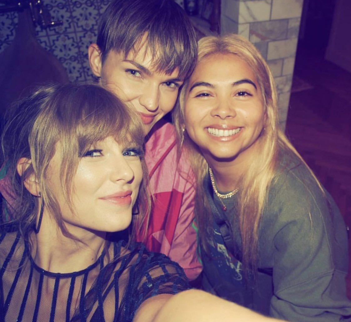 "Taylor Swift >> álbum ""Reputation"" (IV) - Página 2 DpLFshIV4AEgLS0"